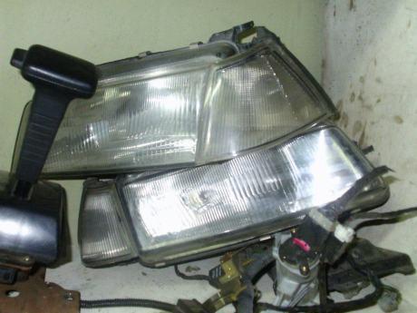Headlight dan lampu signal Iswara